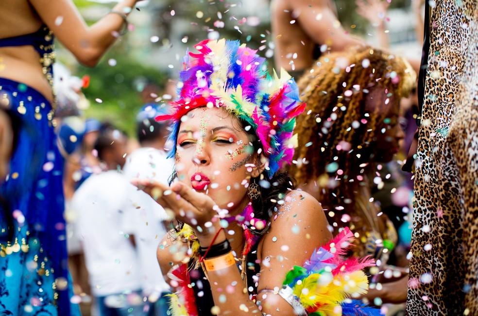 cancelamento do carnaval no rj gera rombo de R$ 5,5 bilhões